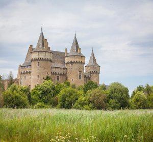 Château et sites mégalithiques
